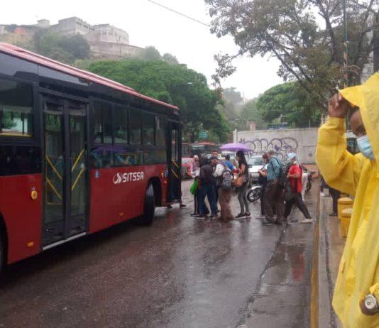 """Cerraron la estación Palo Verde del metro de Caracas por incendio en """"cuarto de baterías"""""""