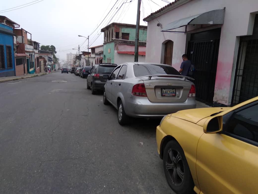Vuelven las colas para cargar combustible en Caracas