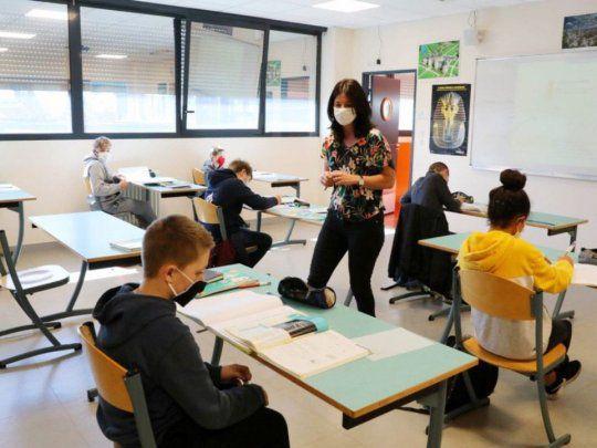 Francia prohíbe lenguaje inclusivo en colegios