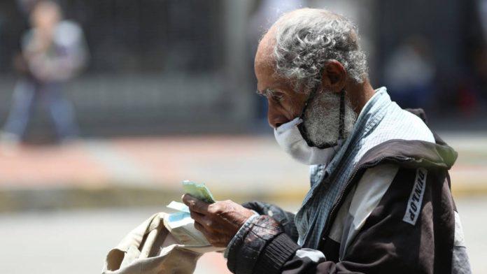 Sueldo mínimo de Venezuela cayó de $471 a $2,47 entre 2013 y 2021