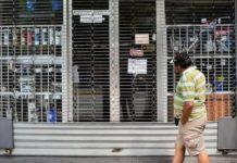 Empresarios en Venezuela tienen que modificar sus estructuras de costos por falta de gasolina, luz o agua