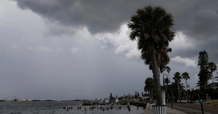 La tormenta tropical Elsa se dirige hacia Florida con vientos de casi 100 km/h